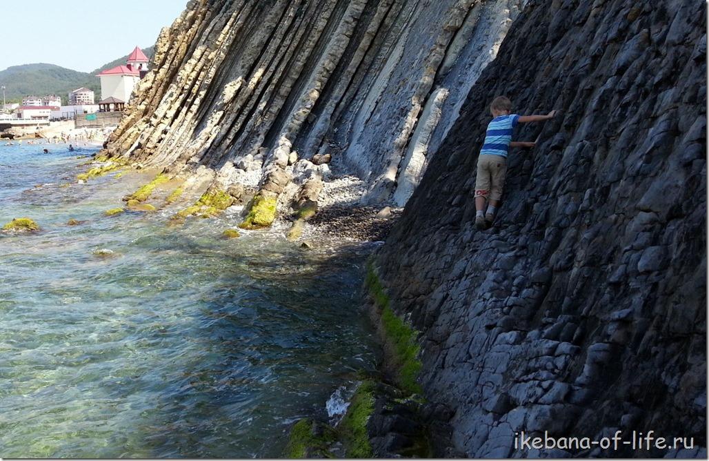 по берегу от скалы Киселёва в Агой