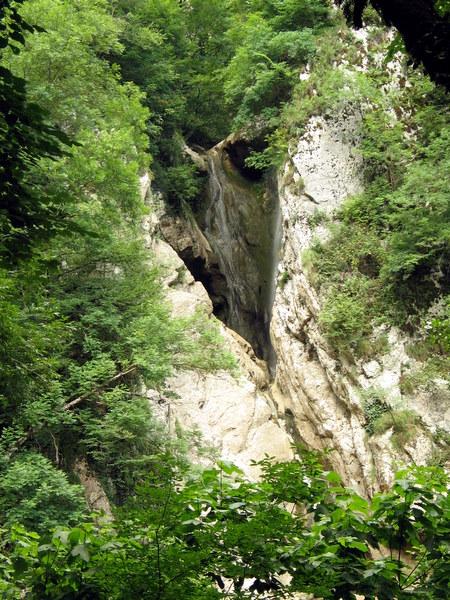 Каскад нижнего водопада Агуры