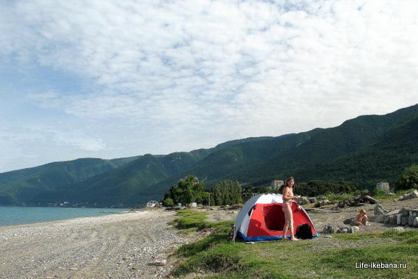 С палаткой в Гаграх
