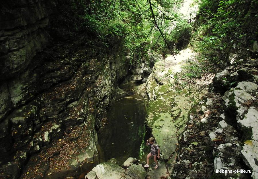 с детьми в агурское ущелье