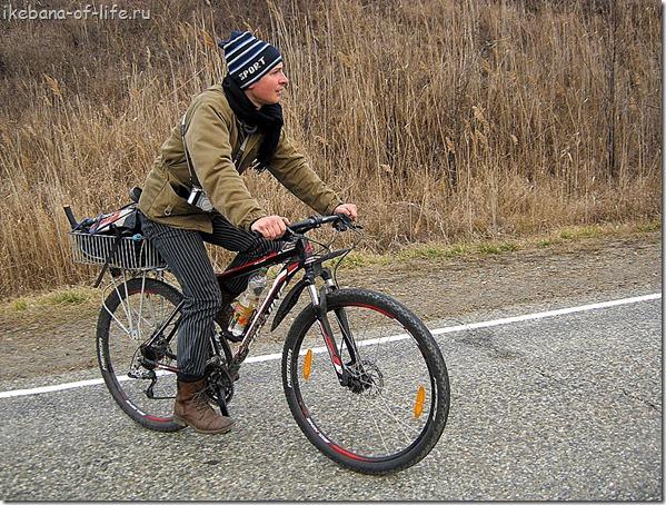 Валя на велосипеде в путешествие к озеру