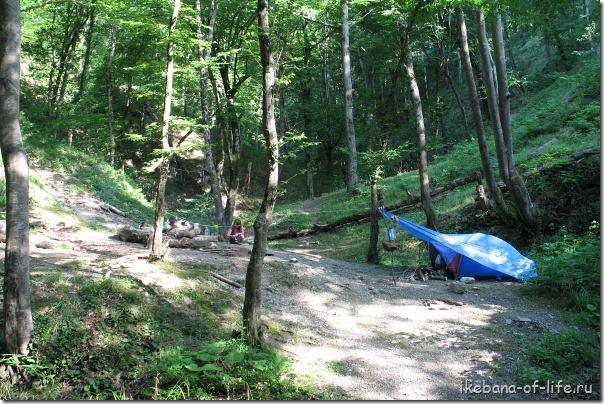 с палаткой у скалы Киселёва