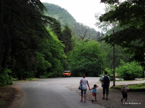 Автомобильная стоянка, Агура, Ахун
