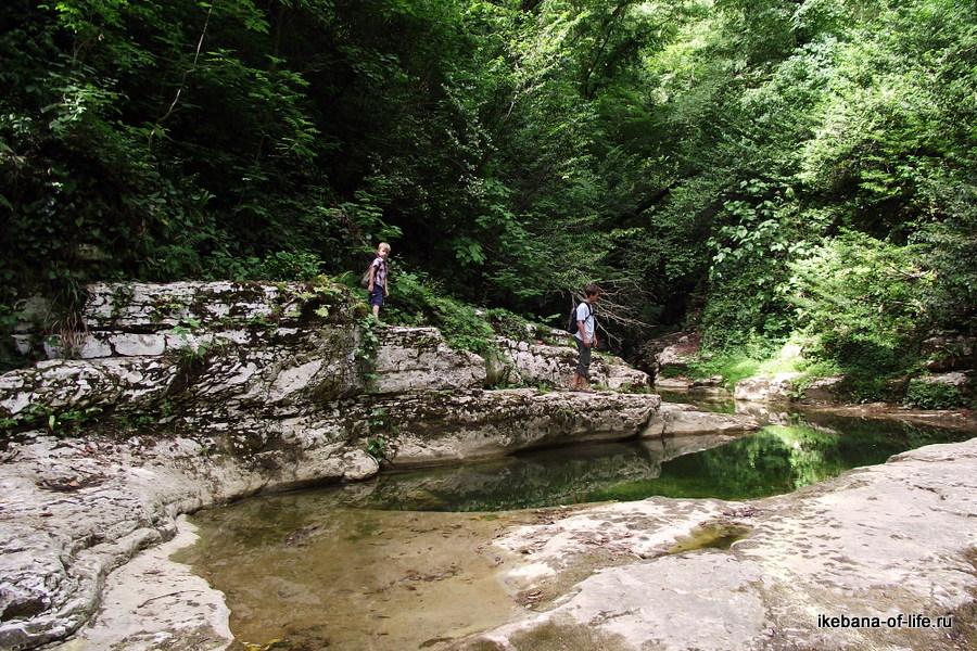 Природный бассейн в Агурском ущелье