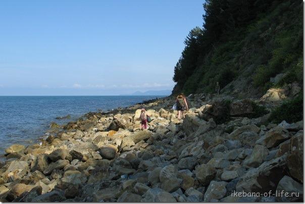 По берегу до скалы Киселёва